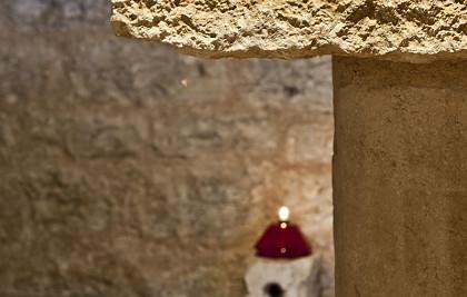 Abadia di Santa Croce in loc. Sassovivo<br /> Município de Foligno (PG) <br /> Restauração, arranjo dos interiores, mobiliário sagrado da cripta de San Marone<br /> Serviços profissionais: arquitetura, planejamento estrutural, gerenciamento de obras